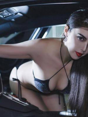 魔鬼身材美女车模性感内衣诠释香车美女写真
