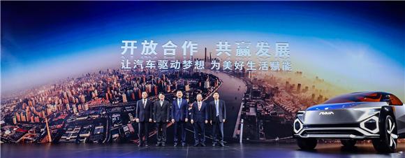 5. 东风公司总经理、党委副书记杨青发布系列战略合作项目.jpg
